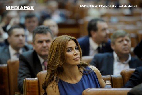 """Deputata PSD Andreea Cosma îl acuză pe procurorul Negulescu de şantaj amoros. """"Prima întâlnire mi-a dat-o în faţa unui cimitir"""""""