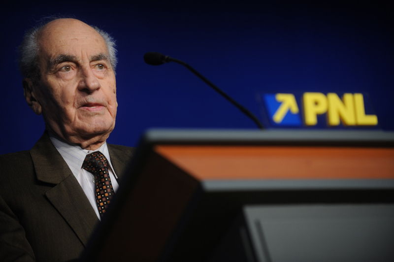 Mircea Ionescu-Quintus, condus pe ultimul drum. Seniorul liberal a fost înmormântat cu onoruri militare