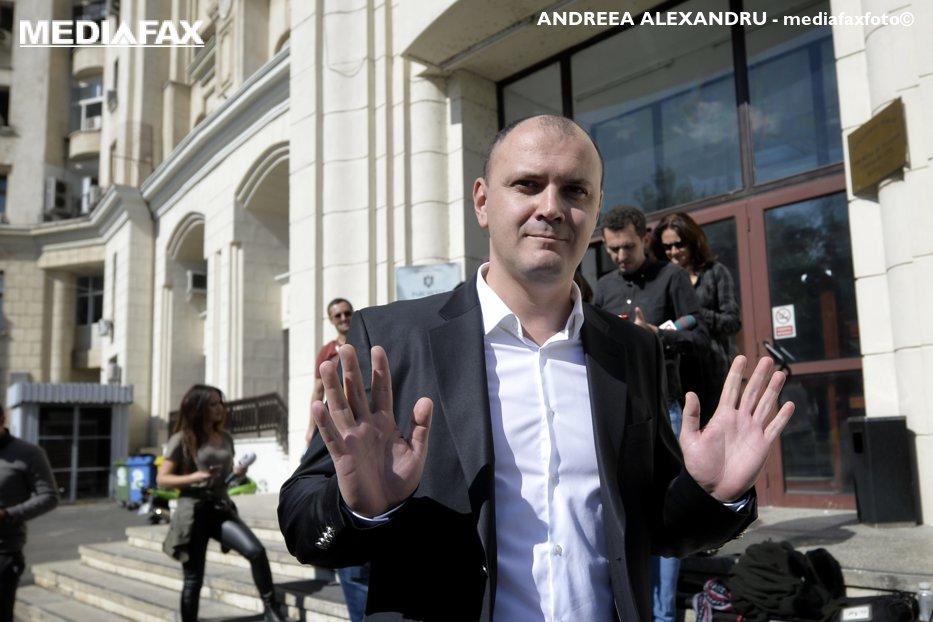 Procurorii cer 10 ani de închisoare pentru Sebastian Ghiţă în procesul cu Iulian Bădescu