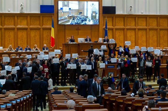 PNL şi USR, victorie la CCR împotriva PSD. Ce sesizare au admis judecătorii constituţionali