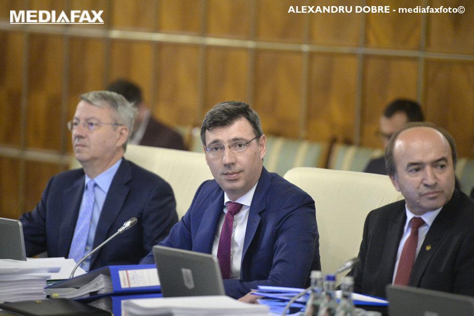 Mişa a explicat în Parlament măsura TVA split: Diferenţa dintre taxă declarată şi cea încasată este mare. Opoziţia îi cere demisia