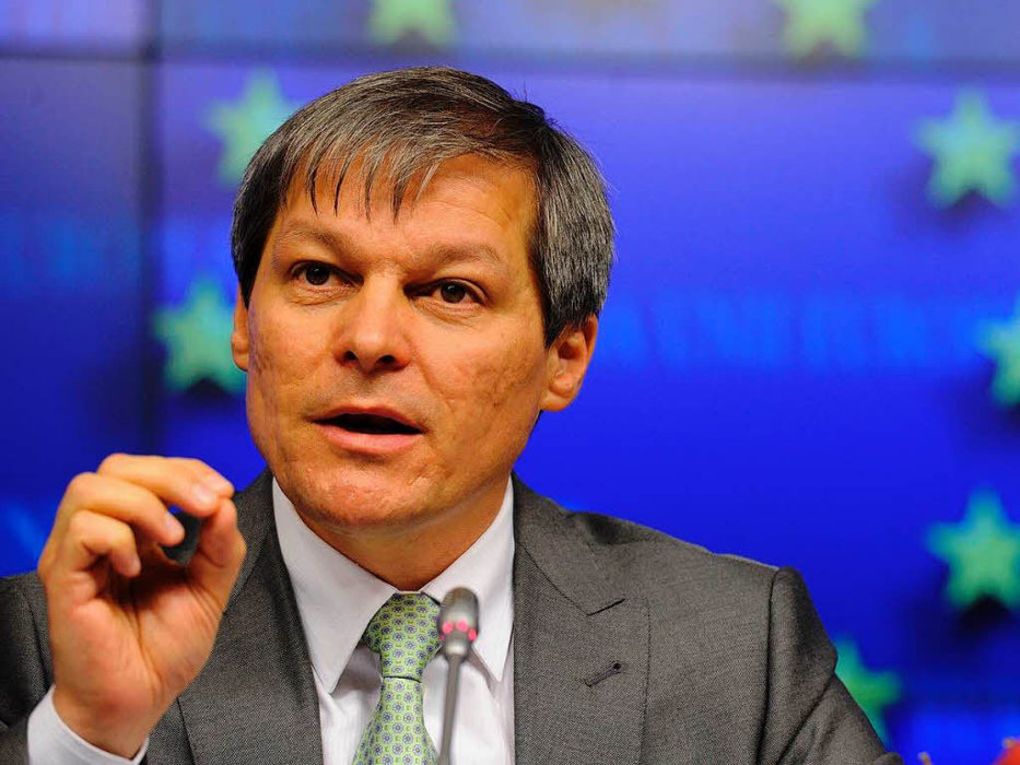 Dacian Cioloş, ironic după cel de-al treilea dosar al lui Dragnea la DNA: Abia acum înţelegem de ce 'ăia de la Bruxelles' sunt 'vinovaţi' de dezastrul din România, alături de 'statul paralel'