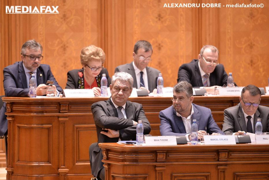 """Moţiunea a picat. Tudose se laudă cu lista investiţiilor şi cu """"revoluţia fiscală"""