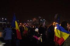 Mitingul din Piaţa Victoriei s-a încheiat. Câteva sute de oameni au protestat peste trei ore în faţa Guvernului. VIDEO