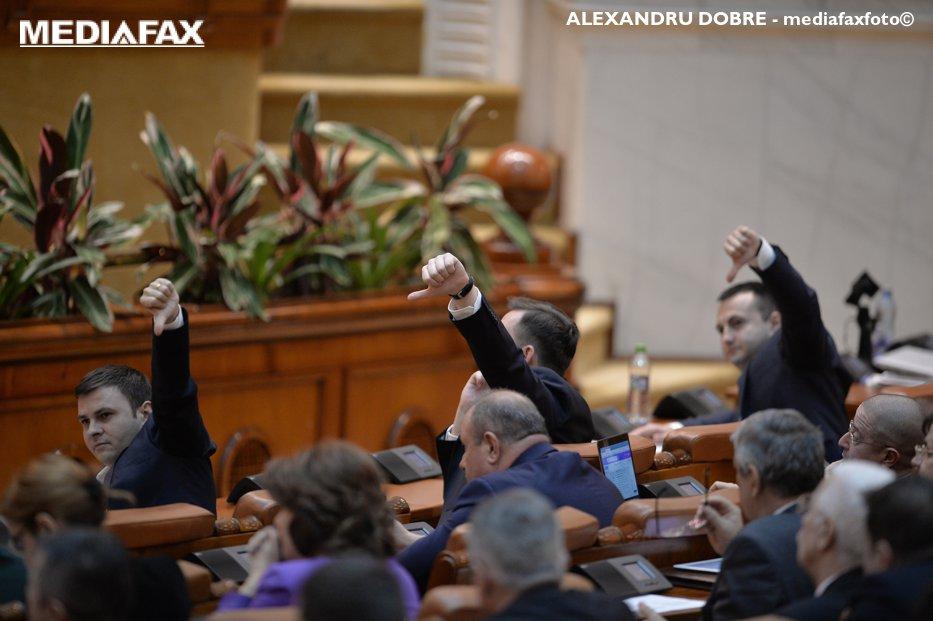 Statutul magistraţilor, adoptat pe articole. Aproape toate amendamentele opoziţiei, respinse. Când va avea loc votul final