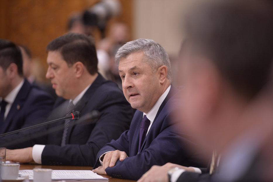 Parlamentarii au decis înfiinţarea unei secţii de investigare a infracţiunilor săvârşite de magistraţi. PNL şi USR s-au împotrivit