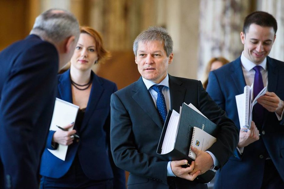 """Dacian Cioloş îşi face, oficial, partid. """"Noi, cei care am fondat România 100, suntem hotărâţi să facem asta"""""""