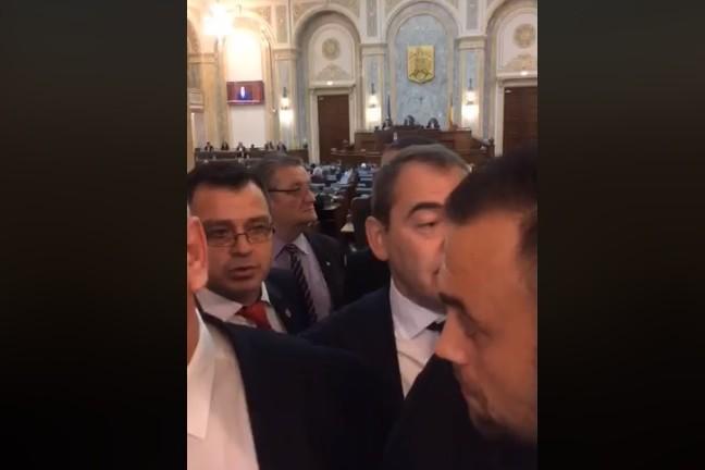 VIDEO. Scandal în Senat. Mai multor deputaţi USR li s-a INTERZIS să intre în sala de plen. Drulă a sesizat SPP