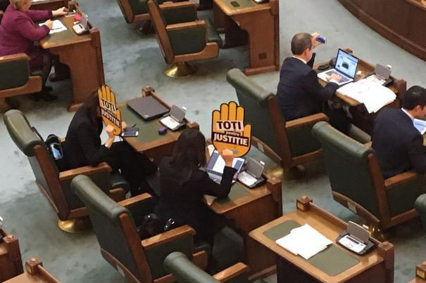 """Ziua şi scandalul în Parlament. Senatoarea USR Florina Presadă susţine că a fost înjurată de Liviu Brăiloiu de la PSD: """"Ceea ce a spus nu poate fi reprodus"""