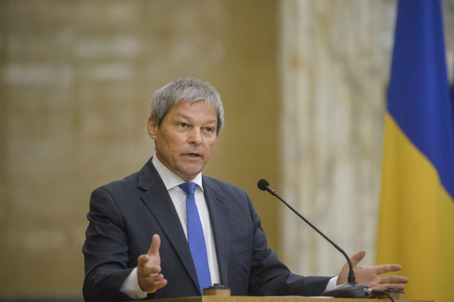 Avertismentul lui Cioloş pentru Guvern, în scandalul care a agitat apele în PSD: Ne costă enorm