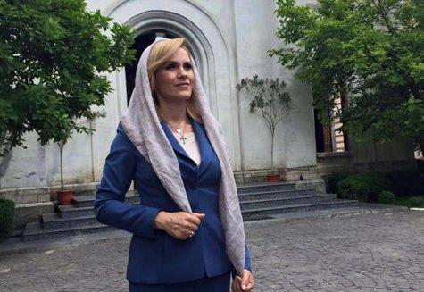 """Viorica Dăncilă, prin ochii Gabrielei Firea: """"Este extrem de religioasă şi mă bucur că avem în fruntea Guvernului un om credincios"""""""