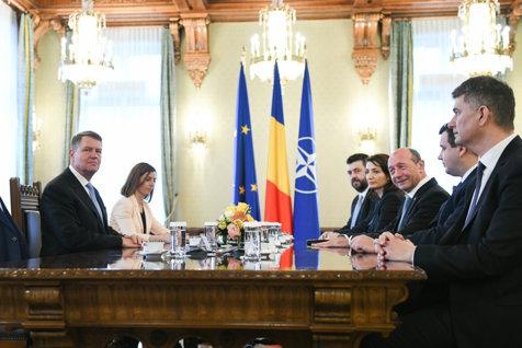 Băsescu îl acuză pe Iohannis că nu a vrut premier din opoziţie: A tăcut la consultări. Preşedintele ştia ce are de făcut. Îl votam pe Orban