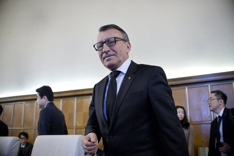 """Vicepremierul Stănescu are o dilemă, """"din punct de vedere uman"""", în cazul funcţionarilor acuzaţi de corupţie"""