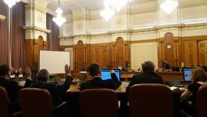 Parlamentul va dezbate luni raportul Comisiei privind alegerile din 2009