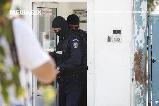 Un elev care a intrat cu un pistolul într-un liceu din Arad, căutat de zeci de poliţişti şi jandarmi