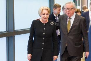 Juncker, după întâlnirea cu Dăncilă: E al cincilea prim-ministru pe care îl întâmpin. Sper ca ea să rămână mai mult în funcţie pentru că nu mai ştiu unde pleacă toată lumea cu care mă întâlnesc ca prim-ministru