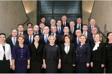 Detaliul lipsă din fotografia de grup a Guvernului Dăncilă care a scos sute de oameni în stradă