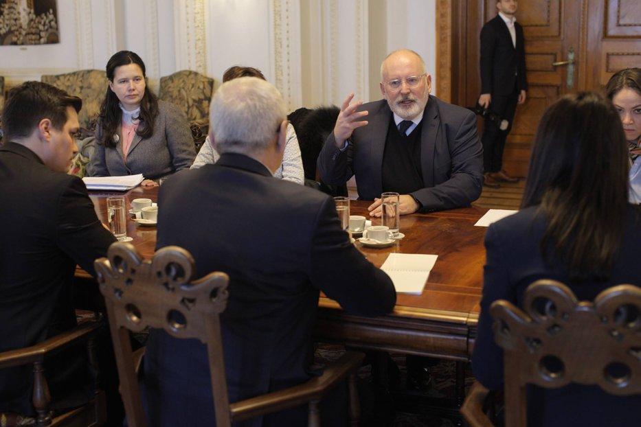 Dragnea, după întâlnirea cu Timmermans: Oricine vine în România are curiorizăţi pentru că este o ţară frumoasă şi se întâmplă lucruri