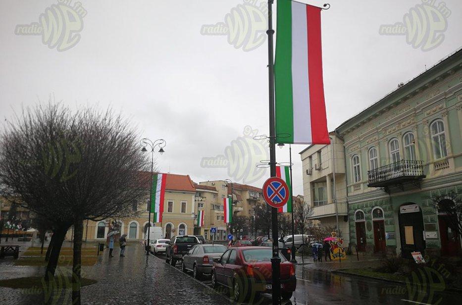 Primarul municipiului Sfântu Gheorghe, amendat cu 5.000 de lei, în scandalul legat de arborarea drapelului naţional