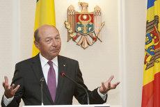 Băsescu, printre politicienii care conduc manifestaţiile pro-unioniste de la Chişinău: Cerem Parlamentelor României şi Republicii Moldovei să voteze Unirea!