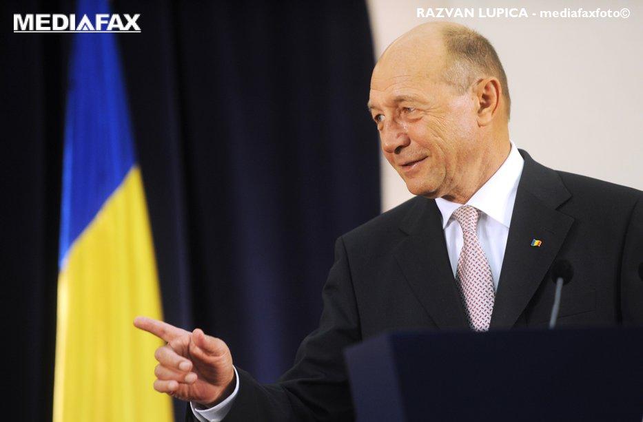 """Băsescu, despre valul de reacţii ale politicenilor după atacul din Siria: """"Ei nu-şi dau seama ce ridicolă e partea România când fac asta"""