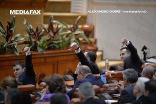 Iohannis trimite la CCR legea care îi scapă pe aleşi de problemele cu ANI