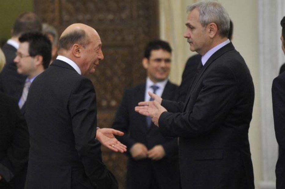 """Băsescu îl tamponează din nou pe Dragnea: """"S-a predat degeaba, amărâtul"""""""