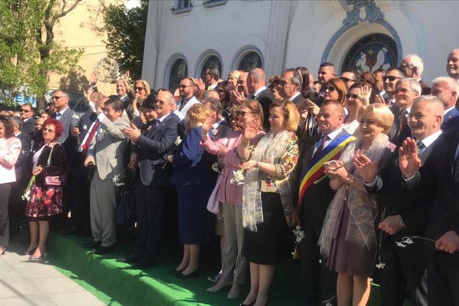 """Inspiraţi de """"Simfonia Lalelor"""" şi """"Balena Albastră"""", liberalii au găsit soluţia să ţină copiii departe de PSD"""