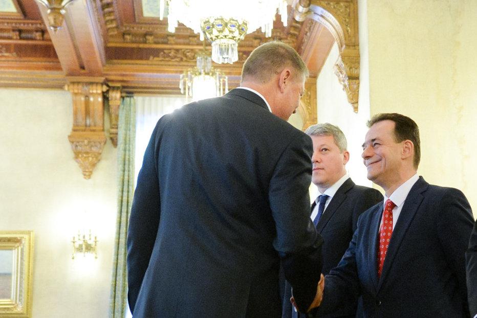 Atacat cu declaraţii dure de Dragnea, Iohannis refuză să comenteze plângerea lui Orban la adresa premierului Dăncilă VIDEO