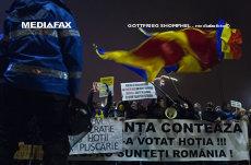 Protestatarii #rezist anunţă un protest în Piaţa Victoriei, în acelaşi timp cu mitingul organizat de PSD