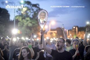 Codurile penale ar putea fi modificate prin OUG. Opoziţia cheamă la proteste