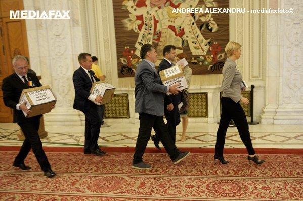 Raluca Turcan, cu semnăturile oamenilor