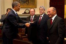 Traian Băsescu, despre poza trucată de Gabriel Oprea, ca să dea şi el mâna cu Obama