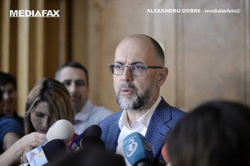 Kelemen Hunor: AM REUŞIT! Învăţătorii maghiari predau din nou limba română. Băsescu: Vânzarea Limbii Române, O TICĂLOŞIE fără margini!