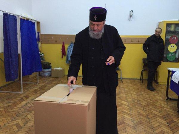 IPS Laurenţiu, mitropolitul Ardealului, votează la referendum