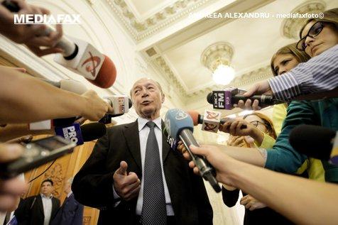 Nici o deosebire între ŢOPUL din Teleorman şi DOAMNA din Voluntari. Băsescu: Unul nenoroceşte ŢARA, alta CAPITALA