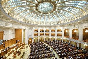 Legea pentru combaterea SPĂLĂRII BANILOR discutată luni în plenul Camerei Deputaţilor