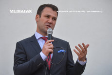 Laude pentru IOHANNIS, critici pentru DRAGNEA. NEGOIŢĂ a ieşit la rampă, după ce liderul PSD a IRONIZAT prezenţa preşedintelui la şedinţa AMR