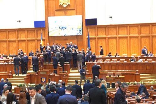 Opoziţia îşi proclamă VICTORIA! PSD: Cel mai RUŞINOS moment! SCANDAL la revocarea lui Liviu Dragnea. Să-şi pregătească ELICOPTERUL!