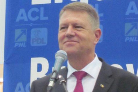 IOHANNIS încalcă Constituţia! Un fost membru CSM îi atrage atenţia preşedintelui cu privire la REFUZUL de a lua act de demisia lui Şova şi Stănescu