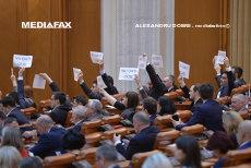 PSD şi ALDE, acuzate că pregătesc AMNISTIA şi GRAŢIEREA. Opoziţia încearcă să stopeze OUG pe codurile penale