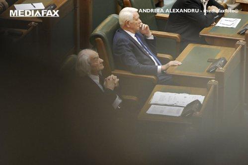 Teodor Meleşcanu a fost ales preşedinte al Senatului / Tăriceanu anunţă că va sesiza CCR / Dăncilă:  Votul de azi certifică faptul că PSD are în continuare majoritate în Parlament