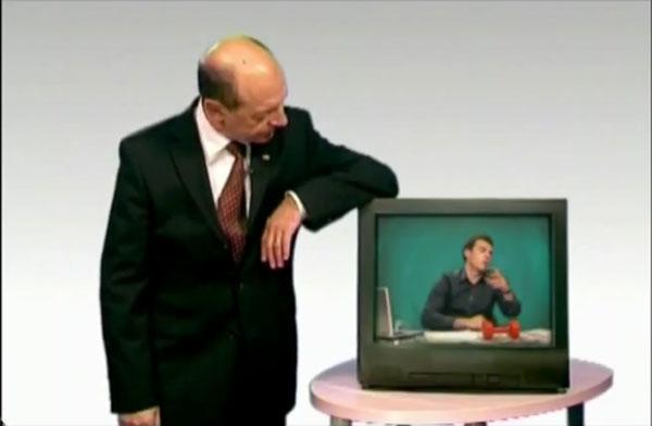 Băsescu îi parodiază pe Mircea Badea, Mihai Gâdea şi Valentin Stan pe Youtube. Vezi aici cele două clipuri - VIDEO