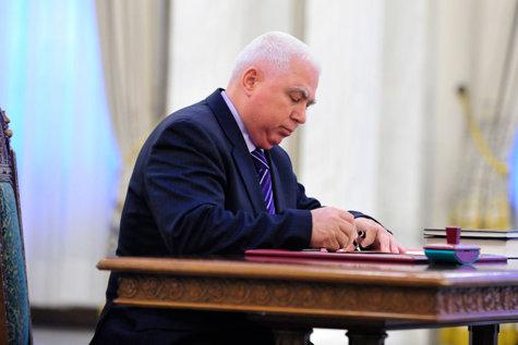 Ce motive personale ar fi avut judecătorul constituţional Petre Lăzăroiu – propus de Traian Băsescu la CCR - să încline balanţa la Legea educaţiei