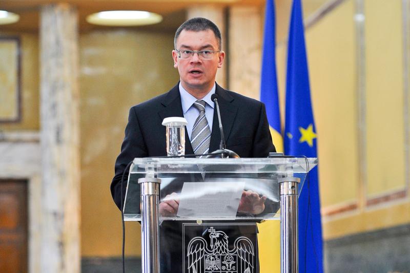 Scandal la Guvern. Ungureanu a părăsit şedinţa Coaliţiei acuzând