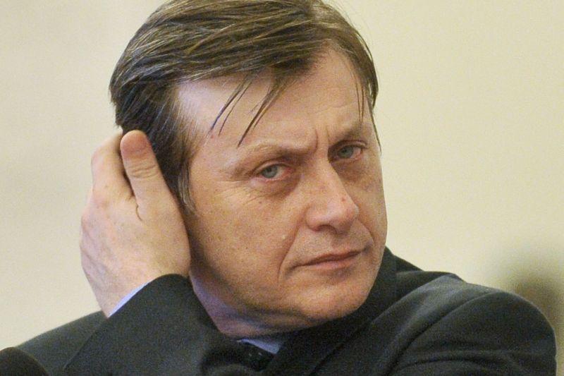 Antonescu: Curtea Constituţională este o ruşine. Săptămâna asta cred că putem depune şi vota cererea de suspendare a lui Băsescu