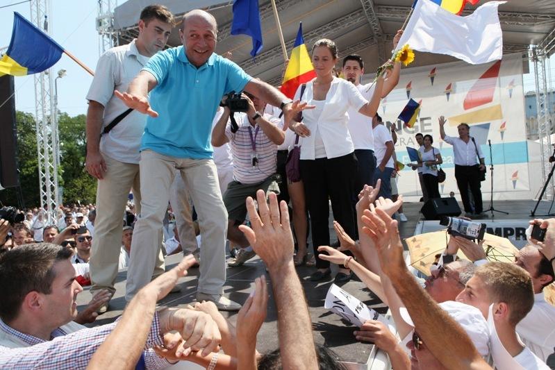 MITING PRO BĂSESCU. 15.000 de pedelişti aşteptaţi în Piaţa Revoluţiei