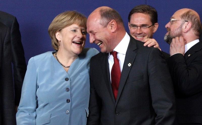 Antonescu: Să îl ia Merkel pe Băsescu în Germania, să îi dea o bucată de pământ să se joace acolo
