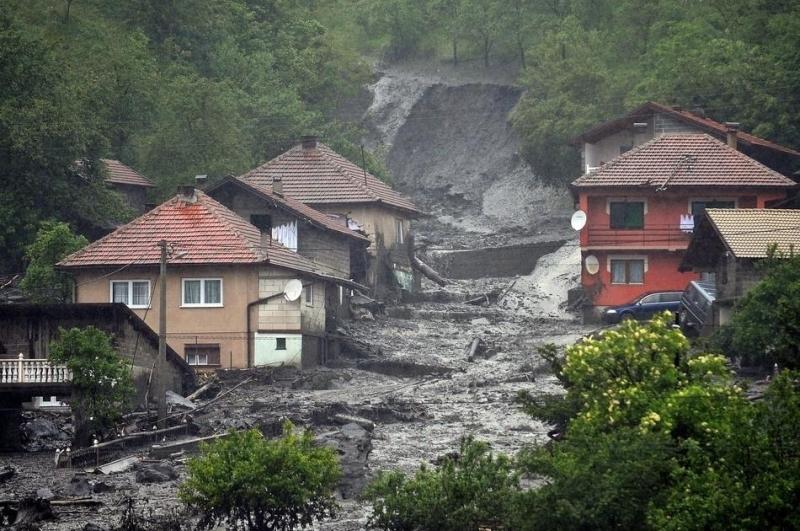 Imagini dramatice. Cele mai grave INUNDAŢII din ultimii 100 de ani din Balcani. UPDATE: Un nou bilanţ al morţilor