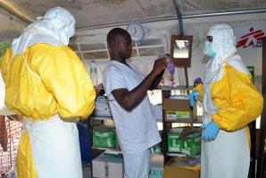 """Médecins sans frontières: Lumea este pe cale să """"piardă bătălia"""" împotriva Ebola"""